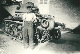 Photo Char Français H35 + Soldat Allemand Panzer Tank France 1940 TOP WW2 - Guerra, Militari