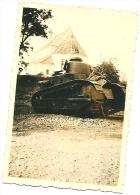 Photo Char Français FT 17 Abandonné Devant Une église Détruite Panzer Tank France 1940 TOP WW2 - Guerra, Militari