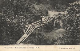 A.E.F PONT RUSTIQUE Sur Un RUISSEAU - CPA - Congo Cliché Ag. Econ. - Congo Français - Autres