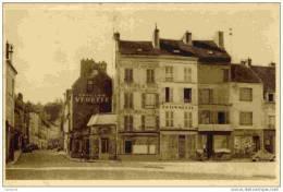 77-La Ferté-sous-Jouarre-La Place Et La Rue De La Gare.(Commerces,publicité Carillon VEDETTE - La Ferte Sous Jouarre
