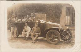 CARTE PHOTO Partie De SARREBRUCK 1921-Groupe De Militaires Devant Leur Voiture...(coins Plis Sinon B) - Régiments