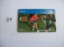 FOOTBALL En Salle Feminin    - Telecartes Belgique - 5 Euros   - Voir Photo (27) - Sport