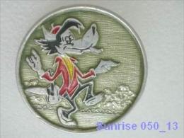 Cartoon Film Soviet: Wolf (Nu Pogodi) / Old Soviet Badge USSR _050_u3278 - Comics