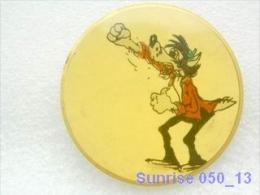 Cartoon Film Soviet: Wolf (Nu Pogodi) / Old Soviet Badge USSR _050_u3314 - Comics