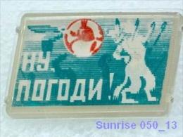 Cartoon Film Soviet: Wolf (Nu Pogodi) / Old Soviet Badge USSR _050_u3261 - Comics