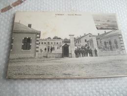 55 - VERDUN - CASERNE MARCEAU - CPA ECRITE - BON ETAT -  DECOUPAGE A CAUSE DU TIMBRE - Verdun