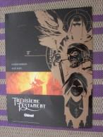 Publicité Plaque Publicitaire  En Tôle Thème Du Cinéma Le 3é Testament Fabriqué En Série Limitée Offert Par Glénat - Reclameplaten
