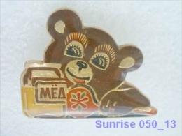 Cartoon Film Soviet: Vinnipuh And Bees / Old Soviet Badge USSR _250_u3253 - Disney