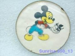 Cartoon Film Disney: Mickey Mouse / Old Soviet Badge USSR _250_d3257 - Disney