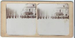 Colonne De Soldats Français Se Déplaçant En Ville / Vers 1905-1915  STE11 - Photos Stéréoscopiques