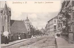 Brandenburg Havel Alte Kapelle Uund Jacobstraße Belebt Dame Mit Sonnenschirm Ungelaufen - Brandenburg