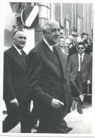Charles De Gaulle Et Georges Pompidou, Le 14 Juillet 1967, Photographie Bertrand Lafôret , Gamma - Persönlichkeiten