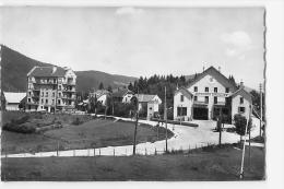 Villard De Lans : La Rotonde Et La Gare Des Autocars. 2 Scans. Edition La Cigogne - Villard-de-Lans