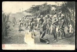 Cpa En Nouvelle Calédonie Canaques En Tenue De Guerre   CML1 - Neukaledonien