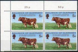 Guernesey 1972 61 ** Bloc De 4 Cdf - Bétail - Taureau De Guernesey - Vaches