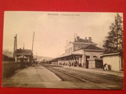 38 Isere BOURGOIN JAILLIEU L´intérieur De La Gare Avec Petit KIOSQUE Fermé (à Droite) - Bourgoin