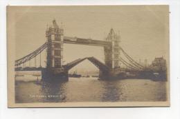 CPA Royaume Uni : Angleterre LONDON Tower Bridge   A  VOIR  !!!!!!! - London
