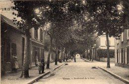 VOVES - Boulevard De La Gare Cantonnier Au Travail Adressé à Banque Lire Rue Chaussée D'Antin Paris - France