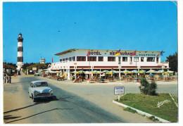 Ile D'oléron     Simca Aronde  Devant Hotel Restaurant Des Dauphins - Voitures De Tourisme