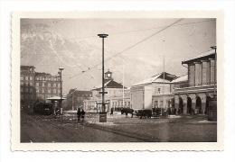 Original Foto  INNSBRUCK - Am Bahnhof - Straßenbahn - 1940er Jahre  9 X 6 Cm - Plaatsen