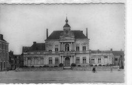 Chalonnes-sur-Loire..animée..belle Vue De L'Hôtel De Ville - Chalonnes Sur Loire
