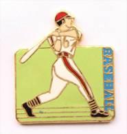 Pin's BASE BALL - Batteur Sur Fond Vert - C923 - Baseball
