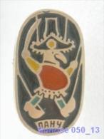 Cartoon Film Soviet: Punch - Puppet-show / Old Soviet Badge USSR 250_u3292 - Disney