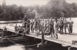 Carte Photo D´un Groupe De Sapeurs-pontonniers Du 2ème Régiment Du Génie? - Regimientos