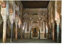 Cordoba - Mezquita Catedral -   Naves Principal, Al Fondo El Mihrab - Córdoba