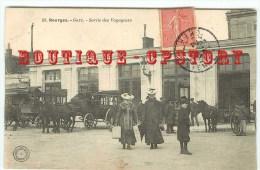 GARE De Bourges - Diligence Et Fiacres à La Sortie Des Voyageurs - Train Chemin De Fer - Railway - Bahnhof - Dos Scanné - Bahnhöfe Ohne Züge