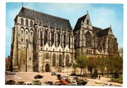 CPSM - SAINT-QUENTIN - LA CATHEDRALE - VOITURES - Coul - Ann 50 - - Saint Quentin