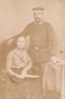 CPA ALLEMANDE-MILITAIRE ALLEMAND Pose Photo Avec Femme  -guerre De 14-18 - Oorlog 1914-18