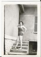 Photo - Jeune Femme En Maillot De Bain - - Personnes Anonymes