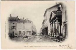 RIVES - Rue De Le République - La Halle - Place Du Marché ....   (61595) - France