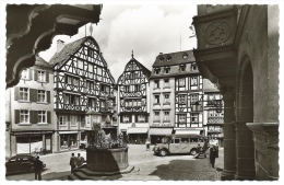 BERNKASTEL-KUES (Allemagne) - Marktplatz - Cpsm Photo Véritable - Animée - Bus - Scooter - Bernkastel-Kues