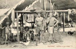 SURINAM SURINAME Indianen In Hun Kamp Ethnologie Campement D'indiens Gros Plan - Surinam