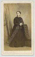 CDV 1870-80 Emile Jacoby à Charleville. Femme Accoudée à Un Siège Capitonné. - Photos
