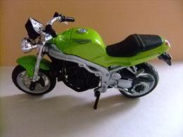 MOTO TRIUMPH SPEED TRIPLE - Motos