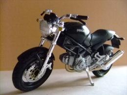 MOTO DUCATI MONSTER 696 - Motos