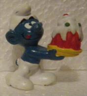Schtroumpf Gourmand Avec Gâteaux, 1978 Schleich Hong-Kong - Figurines En Plastique