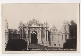 Cpa  CONSTANTINOPLE Istanbul  La Grande Porte Palais Dolma Bagtche - 10 Ed Moussa - Turchia
