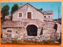 V09-48-lozere-paysage Des Causses-vieille Maison Lozerienne-- - Autres Communes