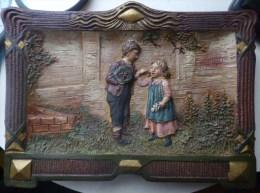 Rare Cadre Ancien En Ceramik Cesetzlich Gesschutzt Enfants Enfant Mangeant Cerise Cerises 1900 Inscription 6862 Austria - Engravings