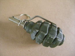Grenade Défensive Verte Pays De L'EST (inerte) - Equipement