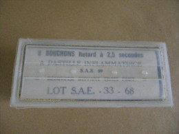 Boîte De 8 Bouchons à Retard Pour Grenades Lacry (obsolètes) Datée 1968 - Equipement