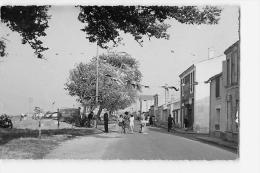 PORT DES BARQUES : Boulevard De La Charente. 2 Scans. Edition JMG - Autres Communes