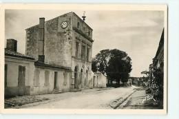 ILE D'AIX : La Mairie. 2 Scans. Edition Carrière Flor - France