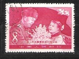 Chine : N° Yvert  1170 Oblitéré  - Volontaire Chinois Recevant Des Fleurs D´un Enfant  . - Gebruikt