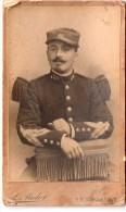 Belle Photo De Soldat En Tenue, Datée Du13 Août 1905, Photographe MULOT, Bastille à Paris (23.17) - Guerre, Militaire