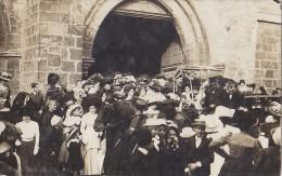 Photographie - Carte-Photo - Sortie de Messe Eglise � situer - Attelage - Correspondance de la fillette sur la photo